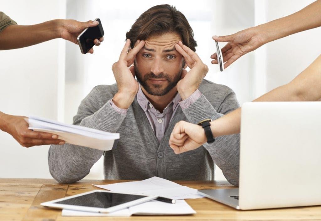 Lo stress ti può irrigidire i muscoli del collo