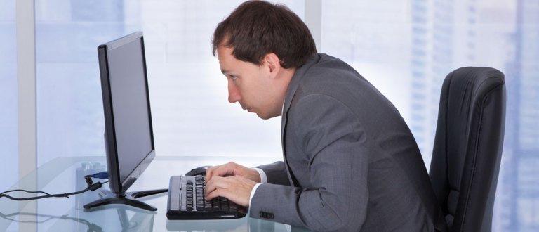 Artrosi cervicale e postura cifotica in ufficio